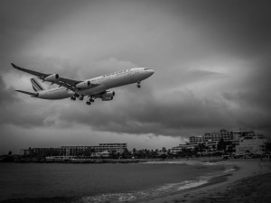 air france a340 landing in maho beach