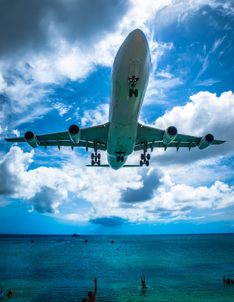 airbus-a340-landing-maho-beach-st-maarten