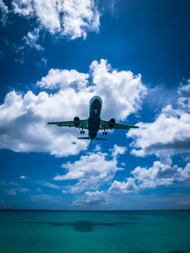Airbus landing in sxm airport princess juliana