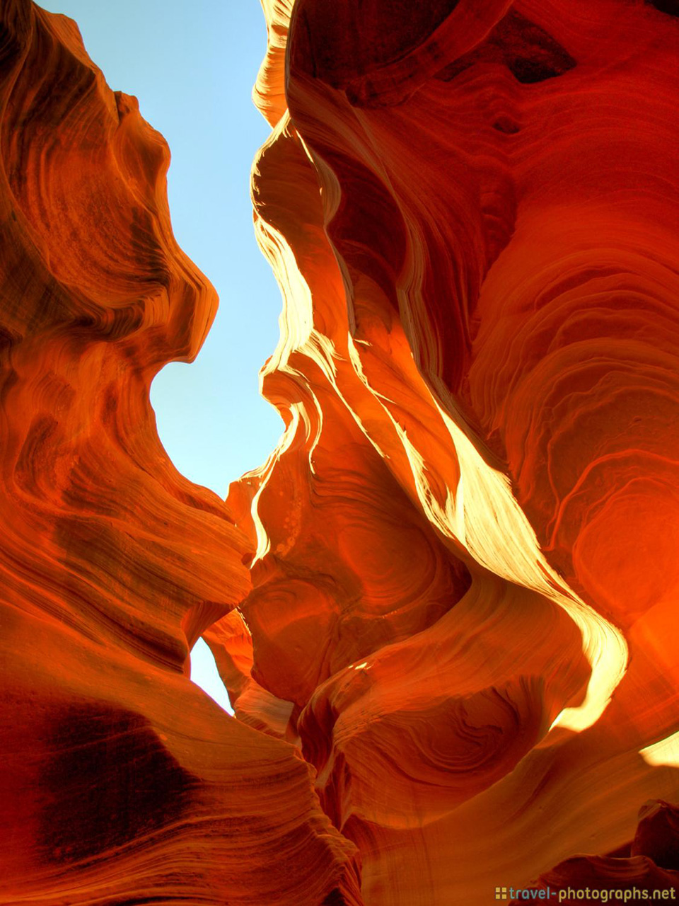 antelope-canyon-photos-hdr-lights-on-rock