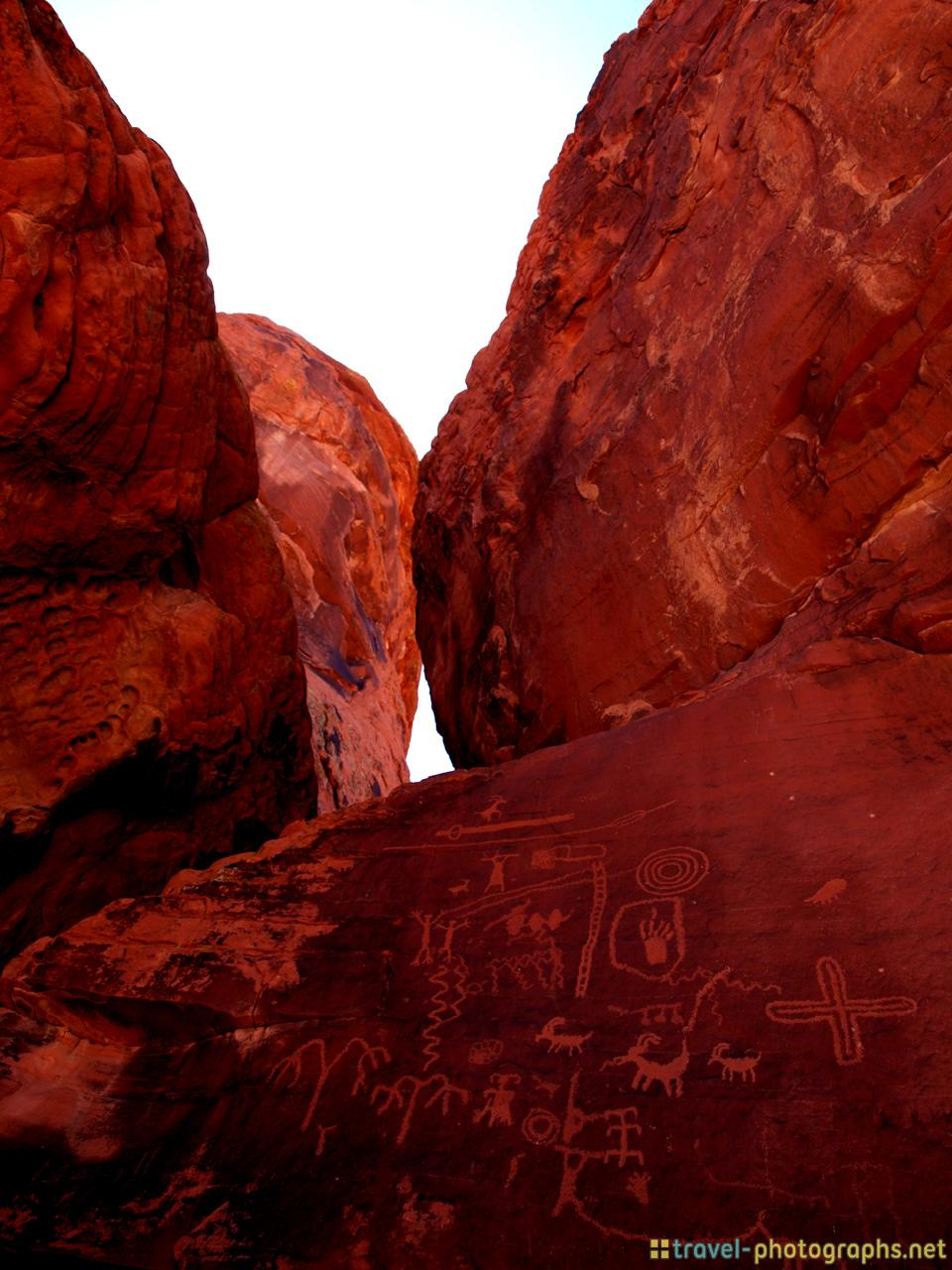 atlatl-rock-valley-of-fire-nevada