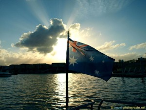 australian-flag-on-boat-in-surfers-paradise-auswanderer