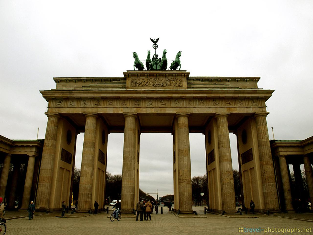 brandenburg-gate-tor-berlin