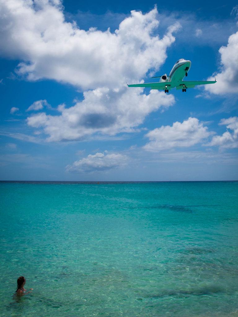 business jet approaching st. maarten photos 2014