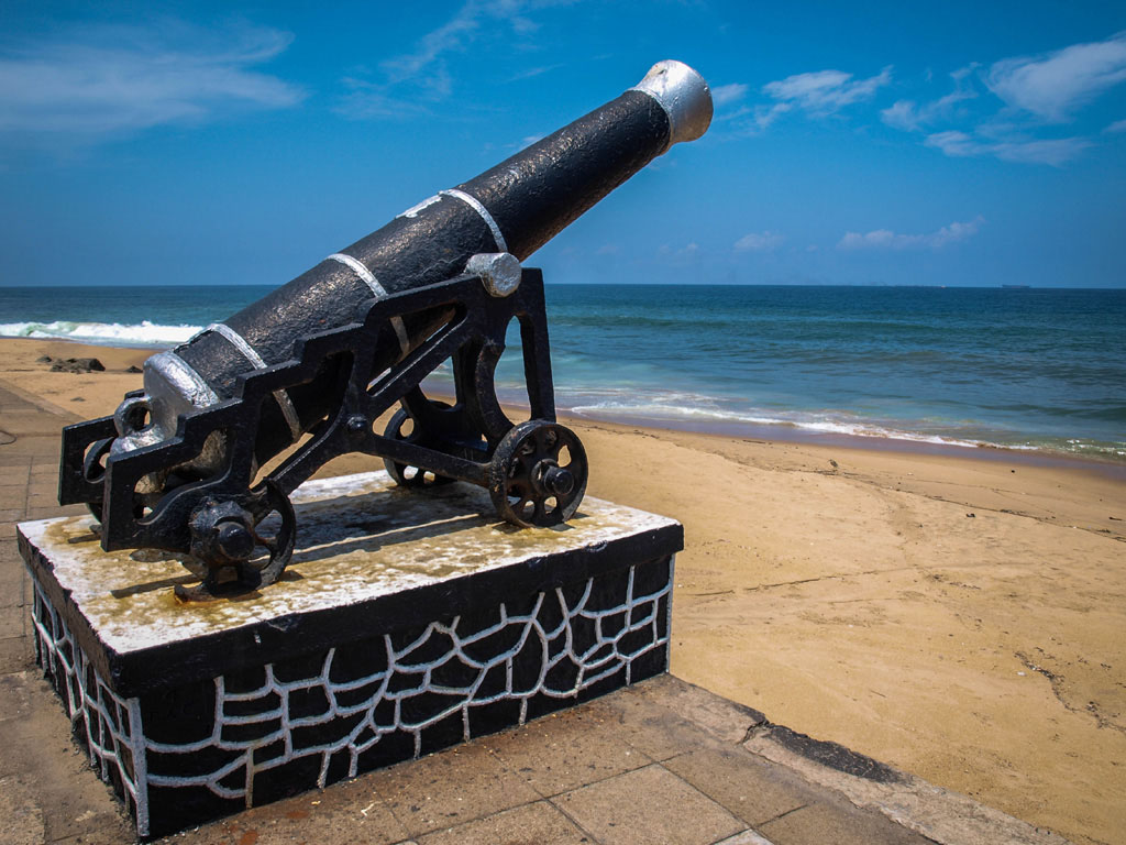 cannon at colombo beach near galle face hotel