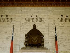 chiang kei shek statue in taipei