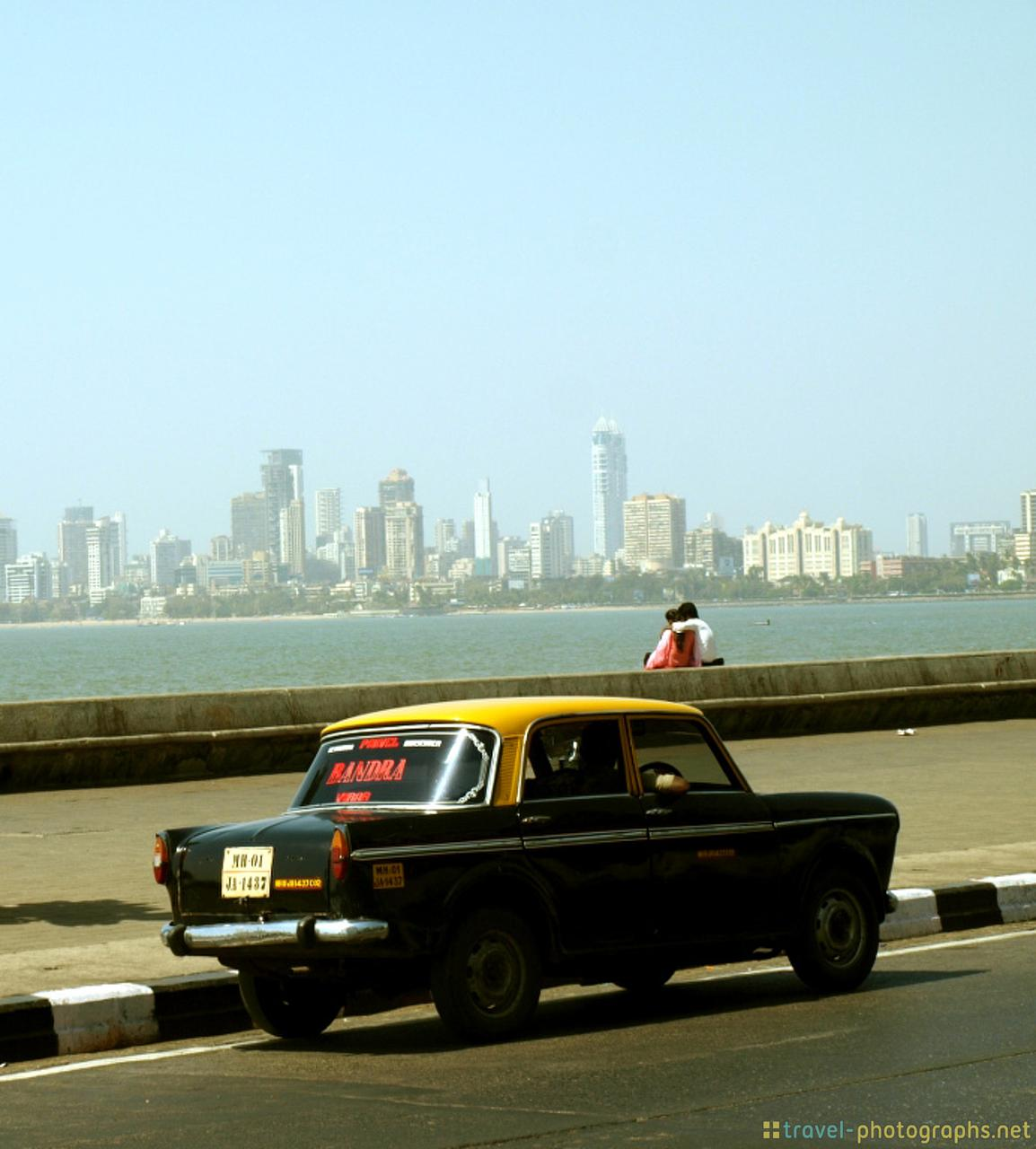 couple-in-mumbai-cab
