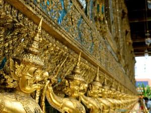 royal palace bangkok thailand statues