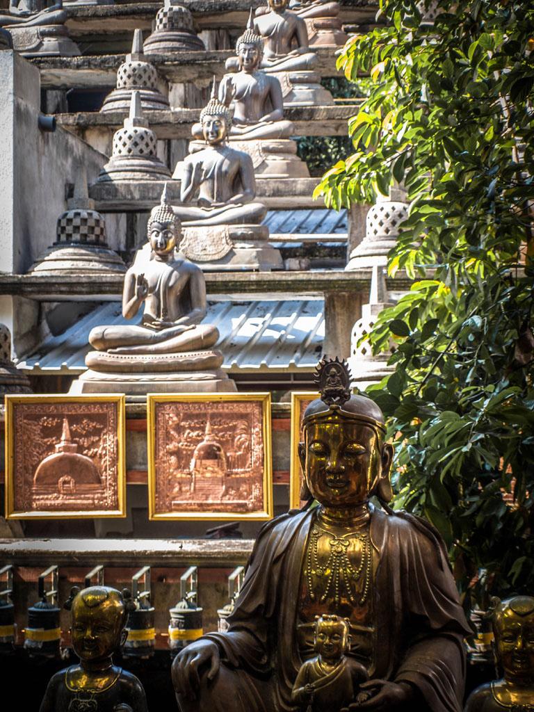 gangaramaya temple statues of budda