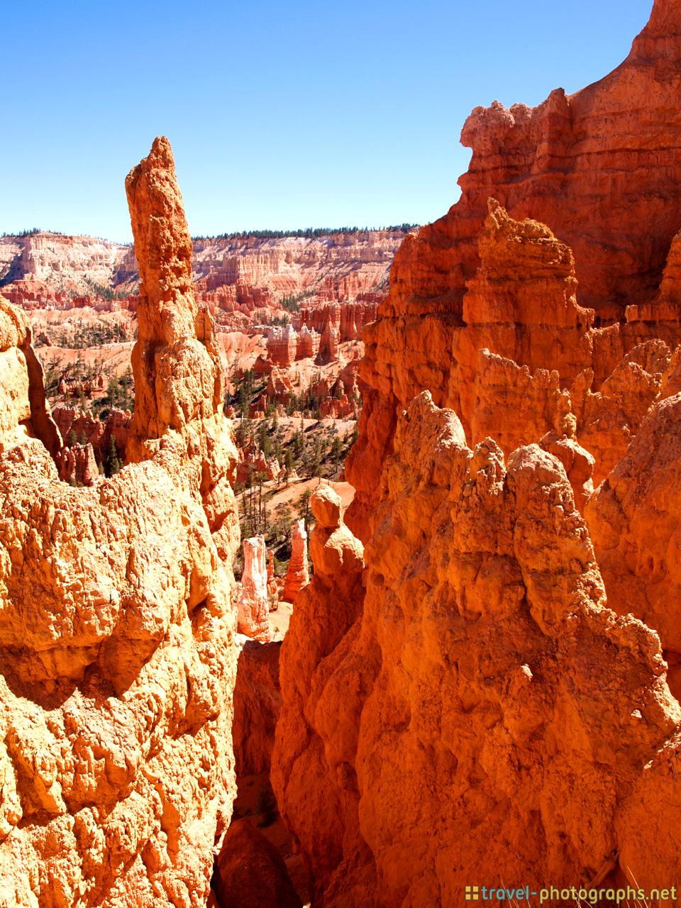 hike-rock-formations-bryce-canyon-np
