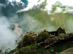 huyana-picchu-top-view-river