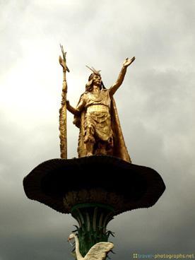 inca-statue-plaza-de-armas-cuzco-peru