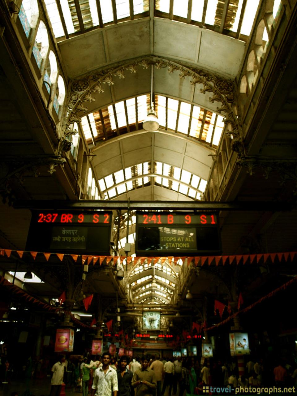 inside-mumbai-train-station