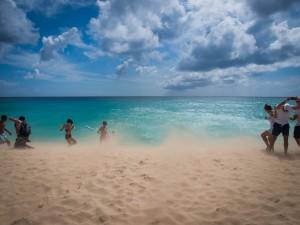 sand on the beach flying away from jet blast st.maarten photos 2014