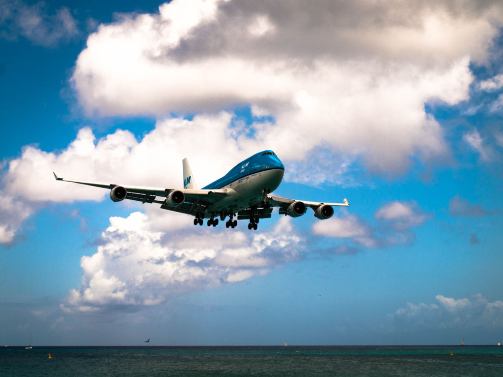 KLM 747 from Amsterdam landing at SXM Princess Juliana Airport