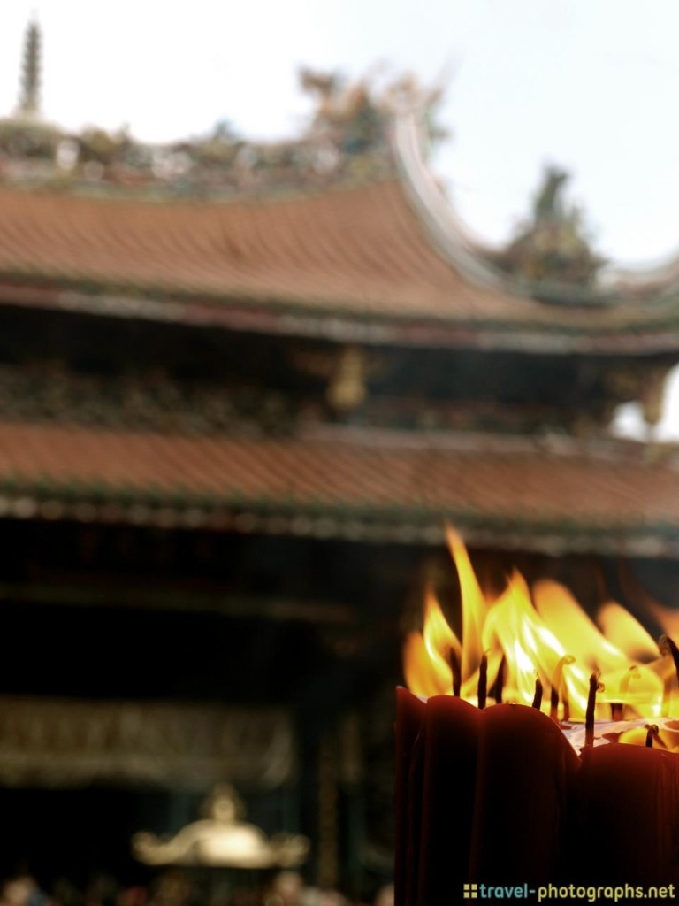 longshan temple in taiwan candles