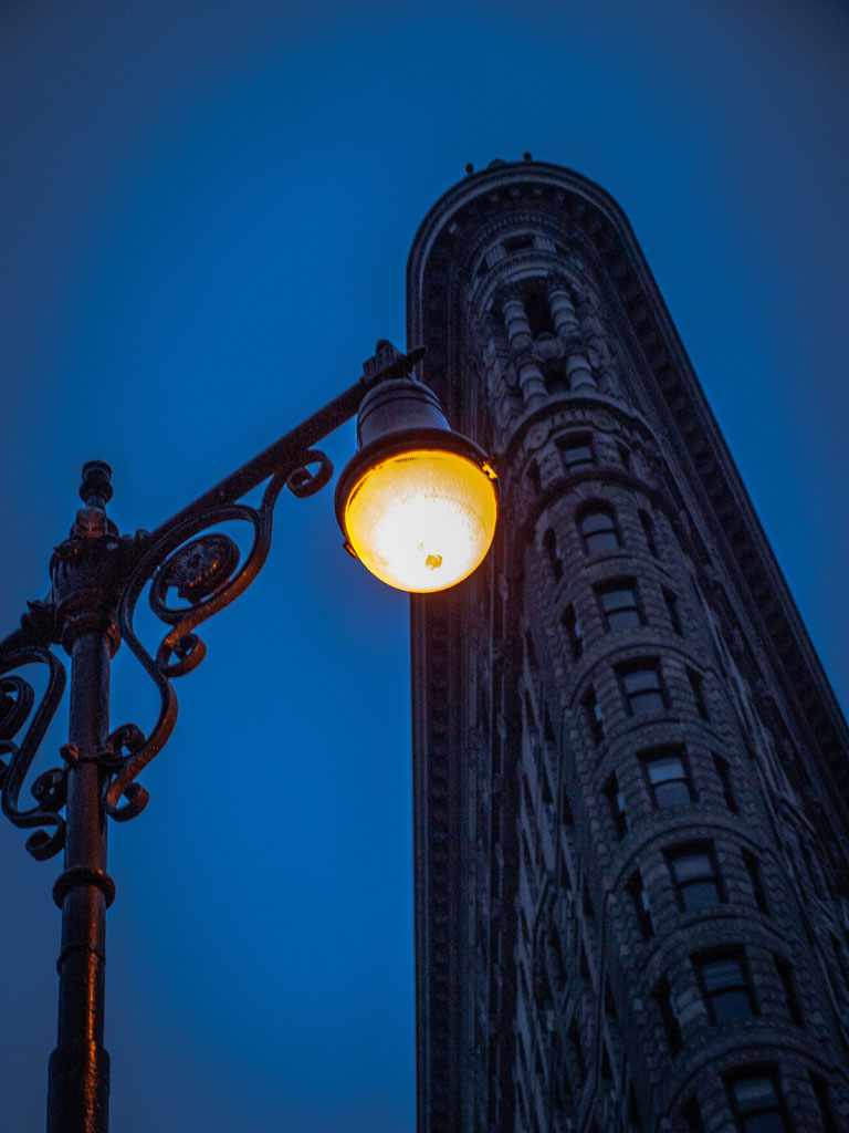 new york street lantern at flatiron building