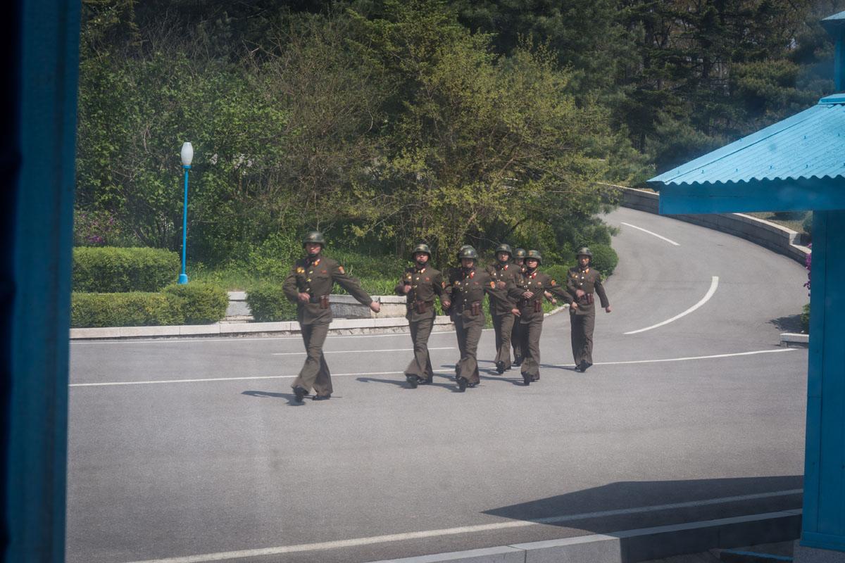 north-korean-soldiers-dmz