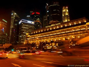 singapore-fullerton-hotel-at-night