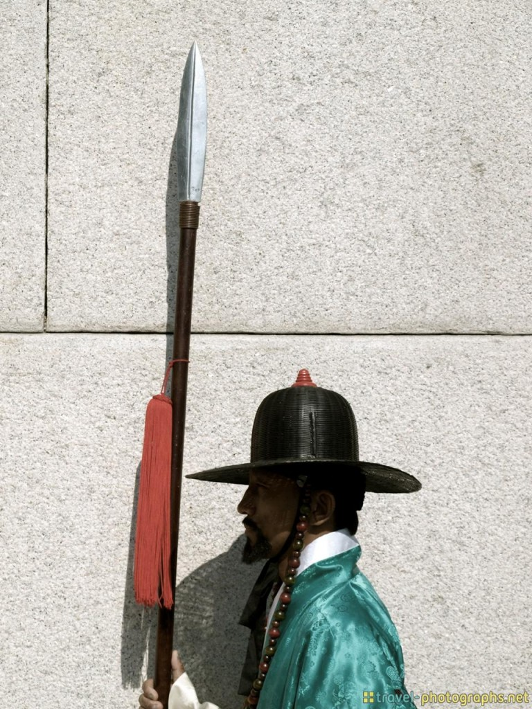 guard at south korea temple gyeongbokgung