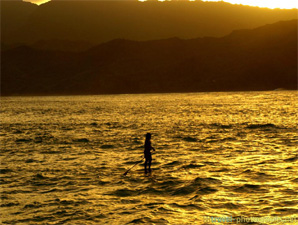 stand-up-paddling-hanalei-beach-kauai-hawaii