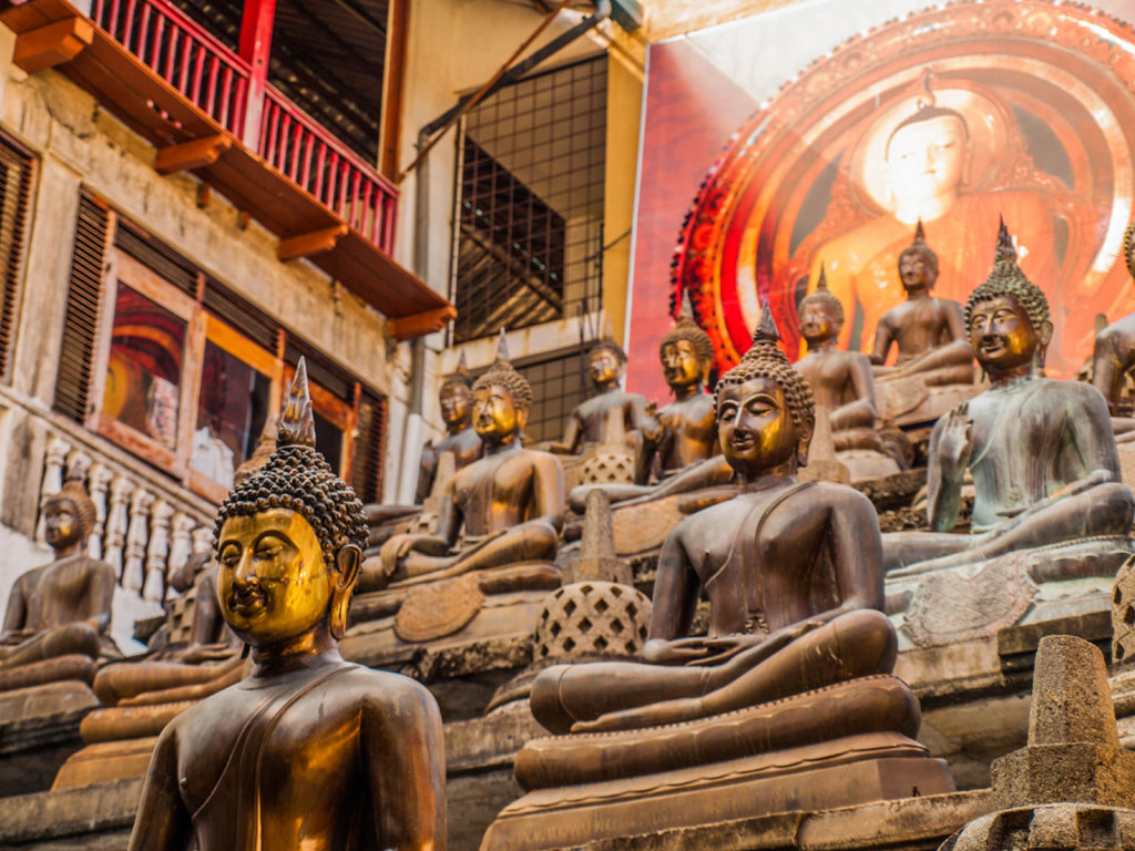 buddha statues at gangaramaya temple colombo