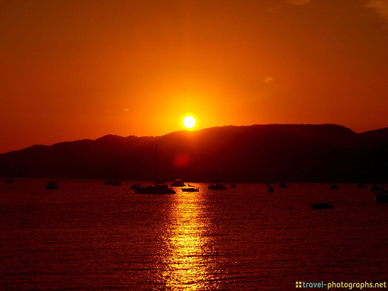 sunset-whitsundays-whitehaven-beach