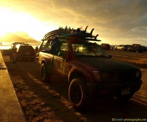 surfer-jeep-beach-hanalai-bay-kauai-hawaii-sunset