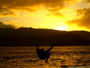 swimmer-hanalei-pier-sunset-kauai-hawaii