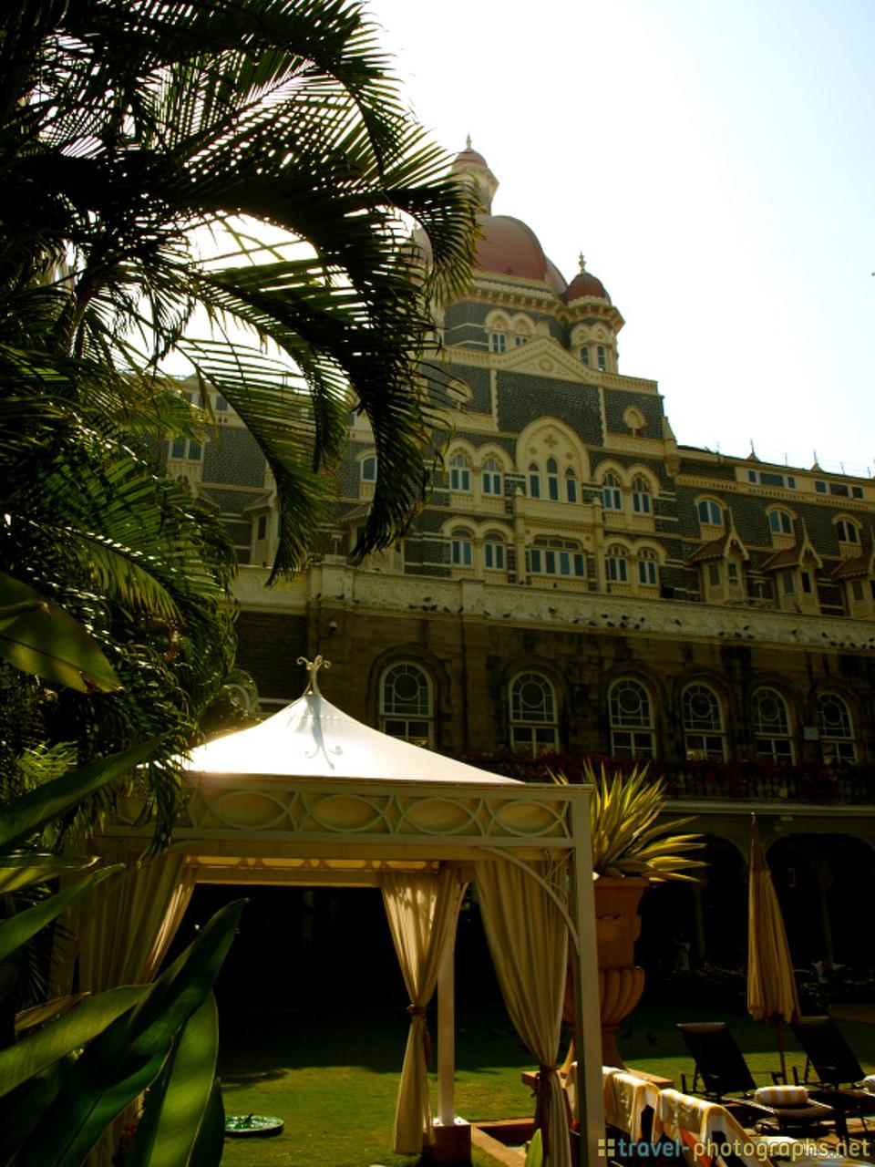 taj-mahal-palace-hotel-mumbai-india-pool