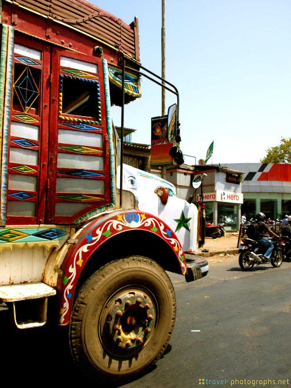truck-in-mumbai-india