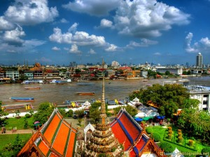 chao phraya river seen from wat arun hdr