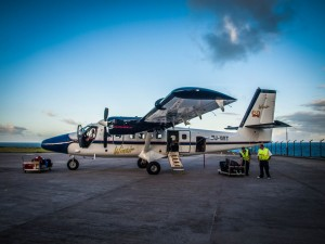 winair twin otter plane at saba airport